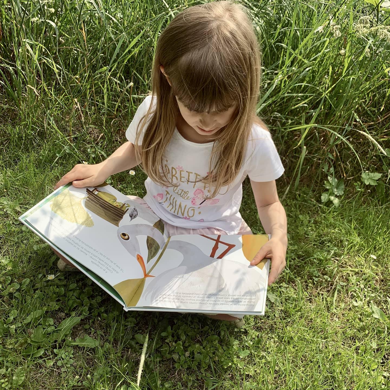 Zmenek s knjigo za otroke (1-5) – maj, druga slika