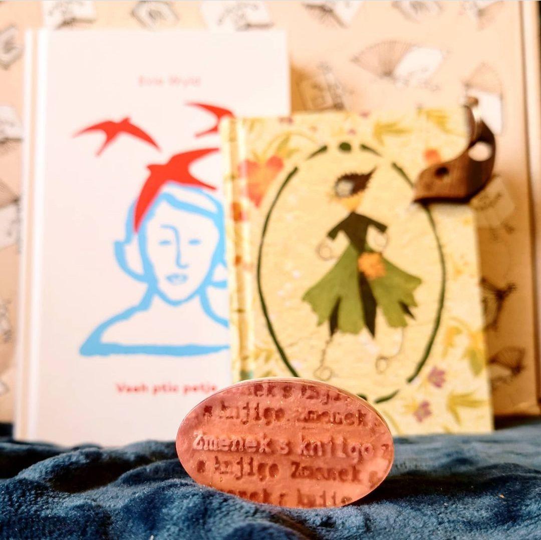 Zmenek s knjigo za odrasle – maj, tretja slika
